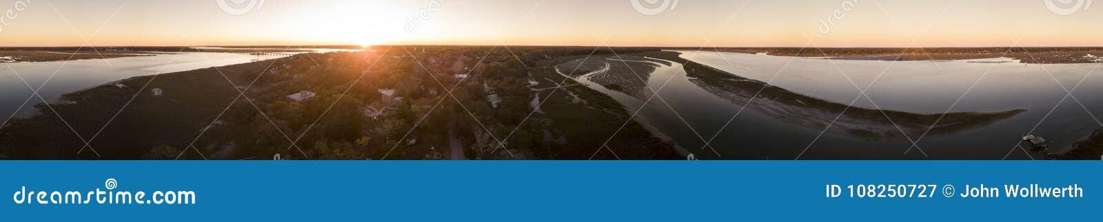 Nahtloses 360-Grad-Panorama der Stadt und des Flusses bei Sonnenuntergang, Beaufo