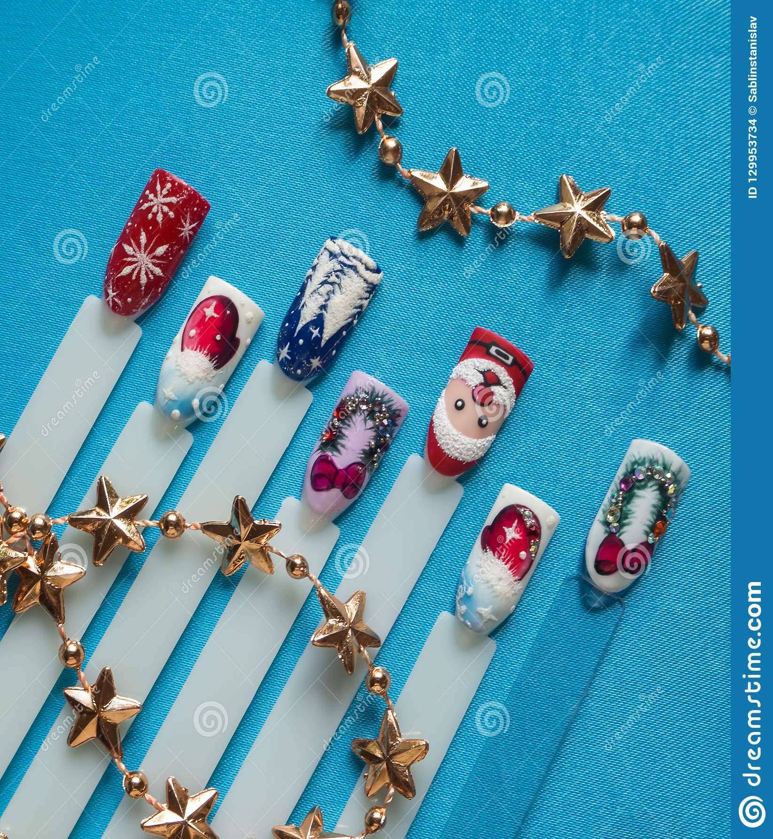 Nail design with festive Christmas theme