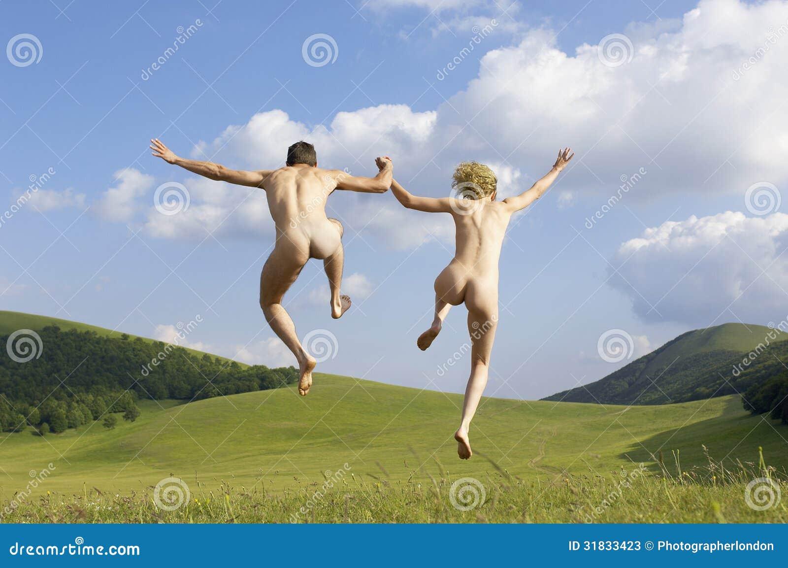 Фото голых пар в поле 3 фотография