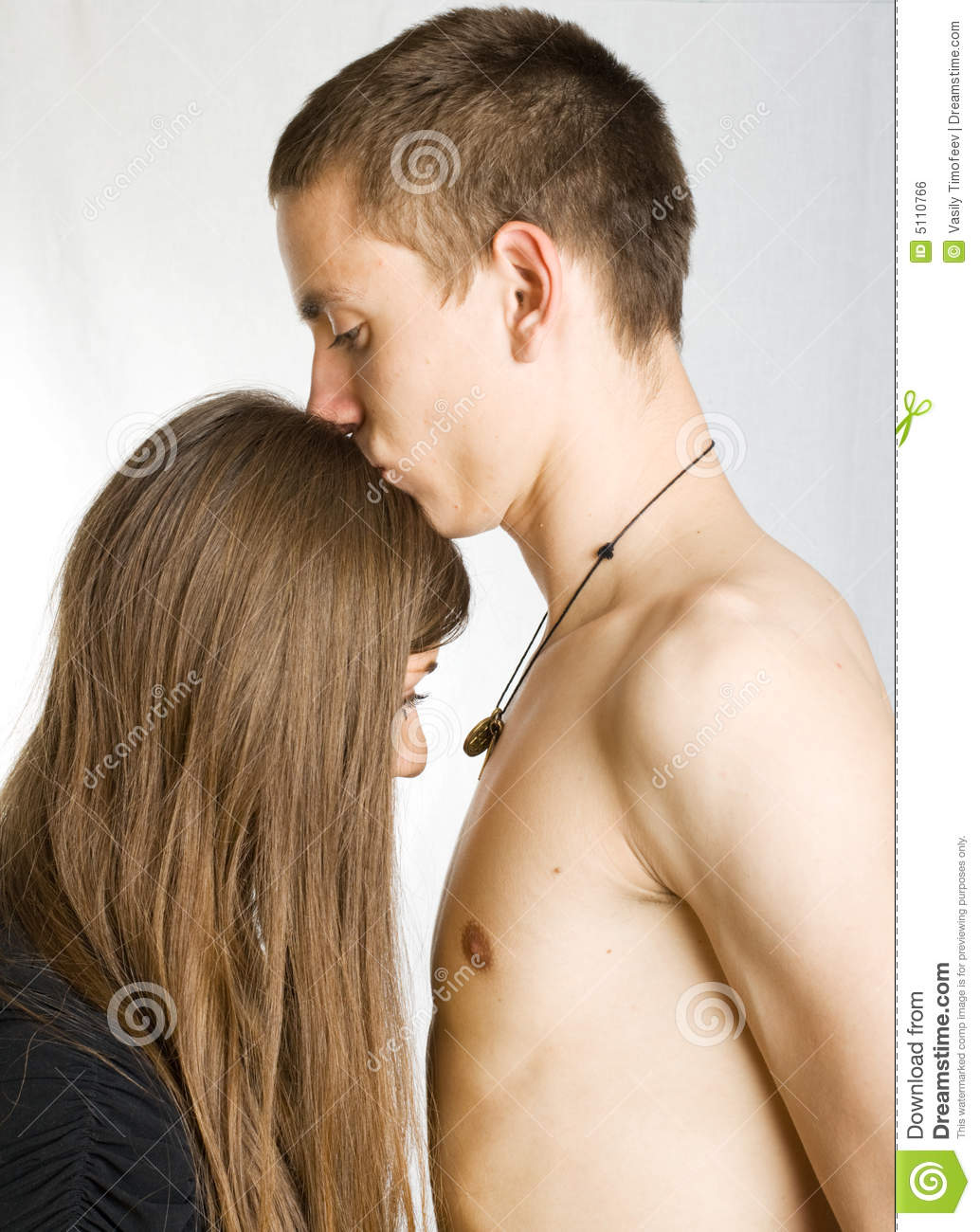 hot men kissing women