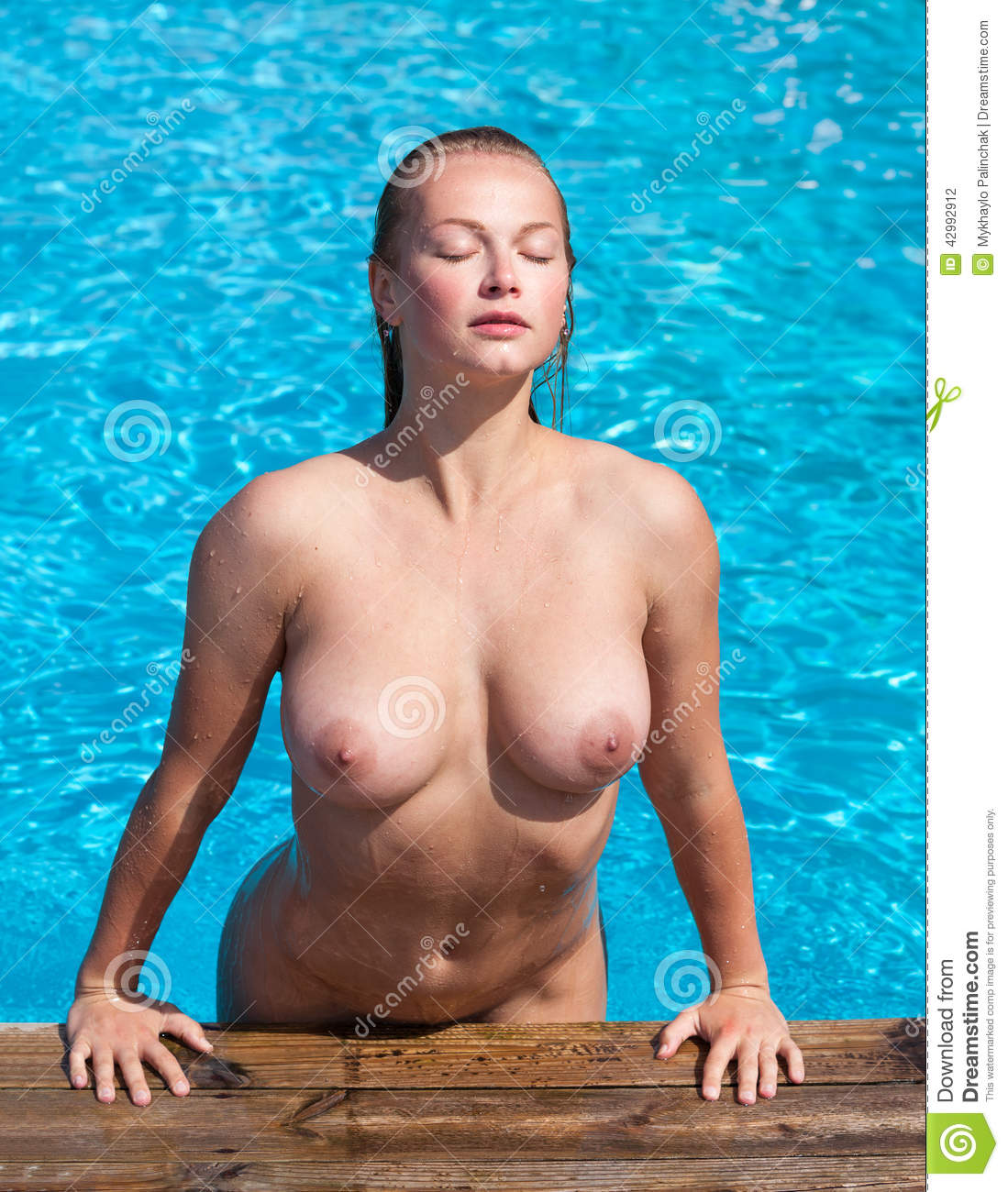 bare women in pool