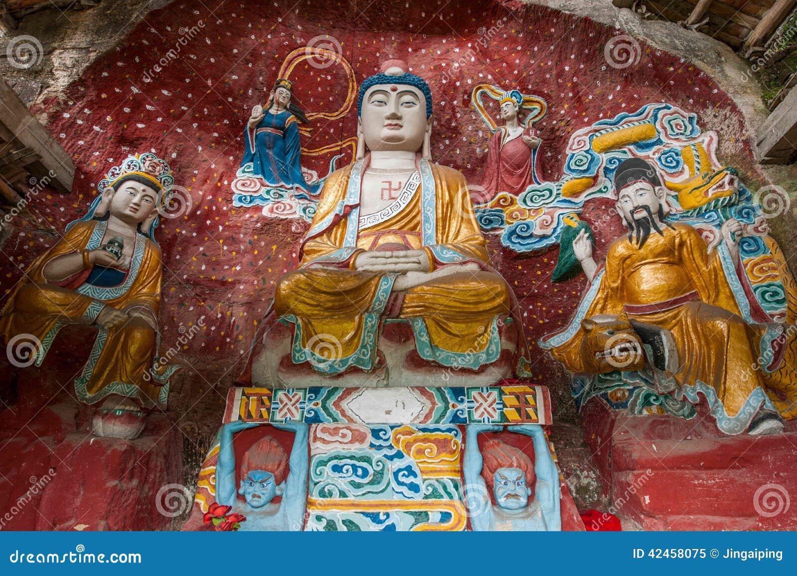 Namenloser Tempel geschnitzter Buddha