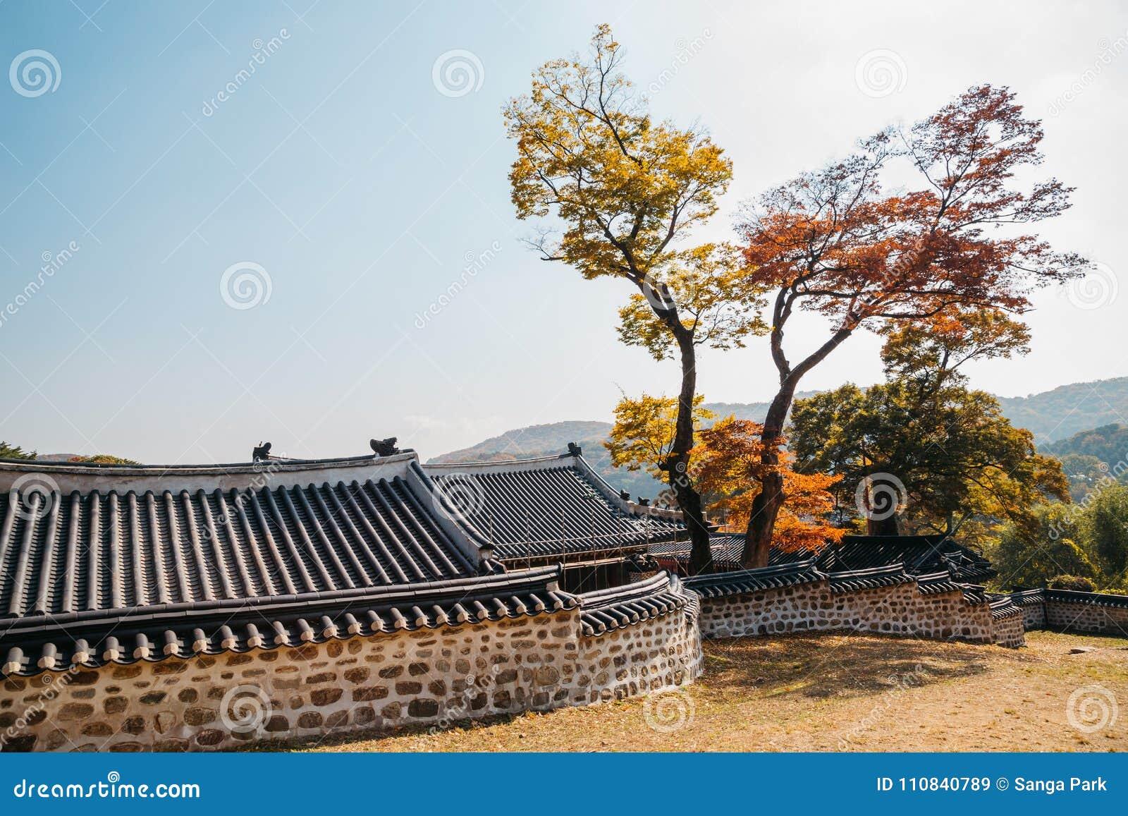 Namhansanseong-Festung, koreanische alte traditionelle Architektur am Herbst