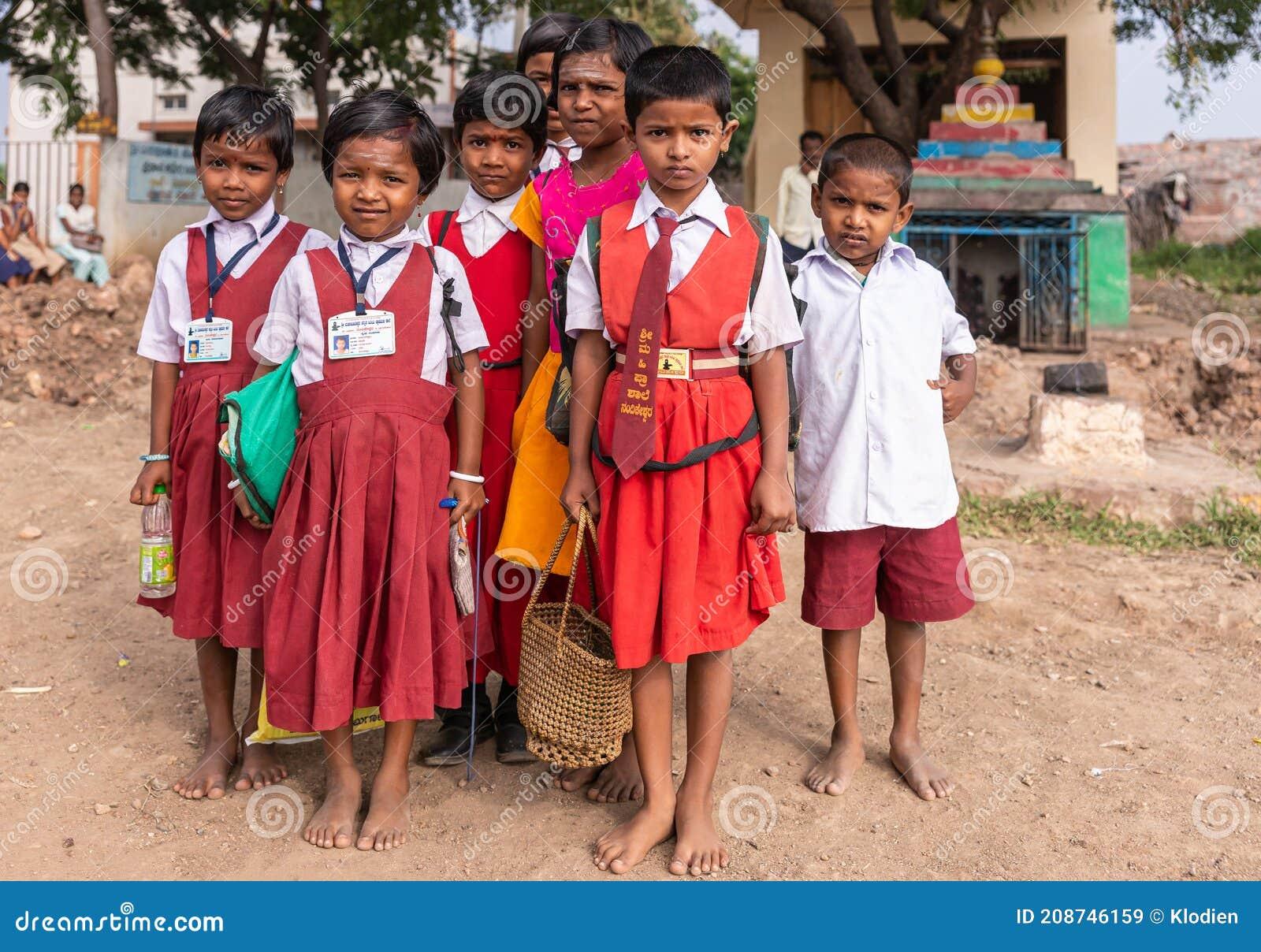 https://thumbs.dreamstime.com/z/nandakeshwar-karnataka-india-november-closeup-group-small-primary-school-girls-maroon-red-dress-uniform-white-208746159.jpg