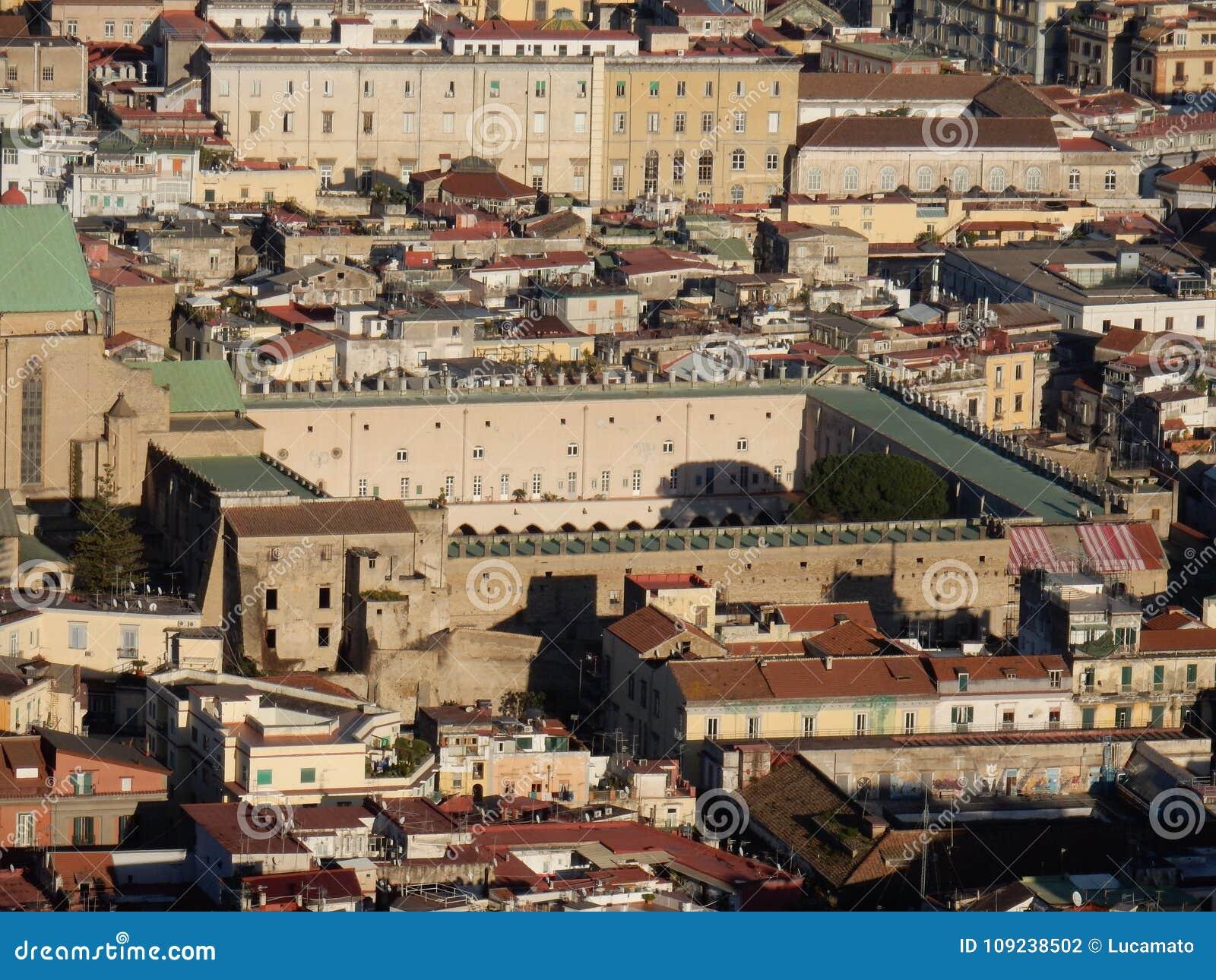Naples - cloître de Santa Chiara de San Martino