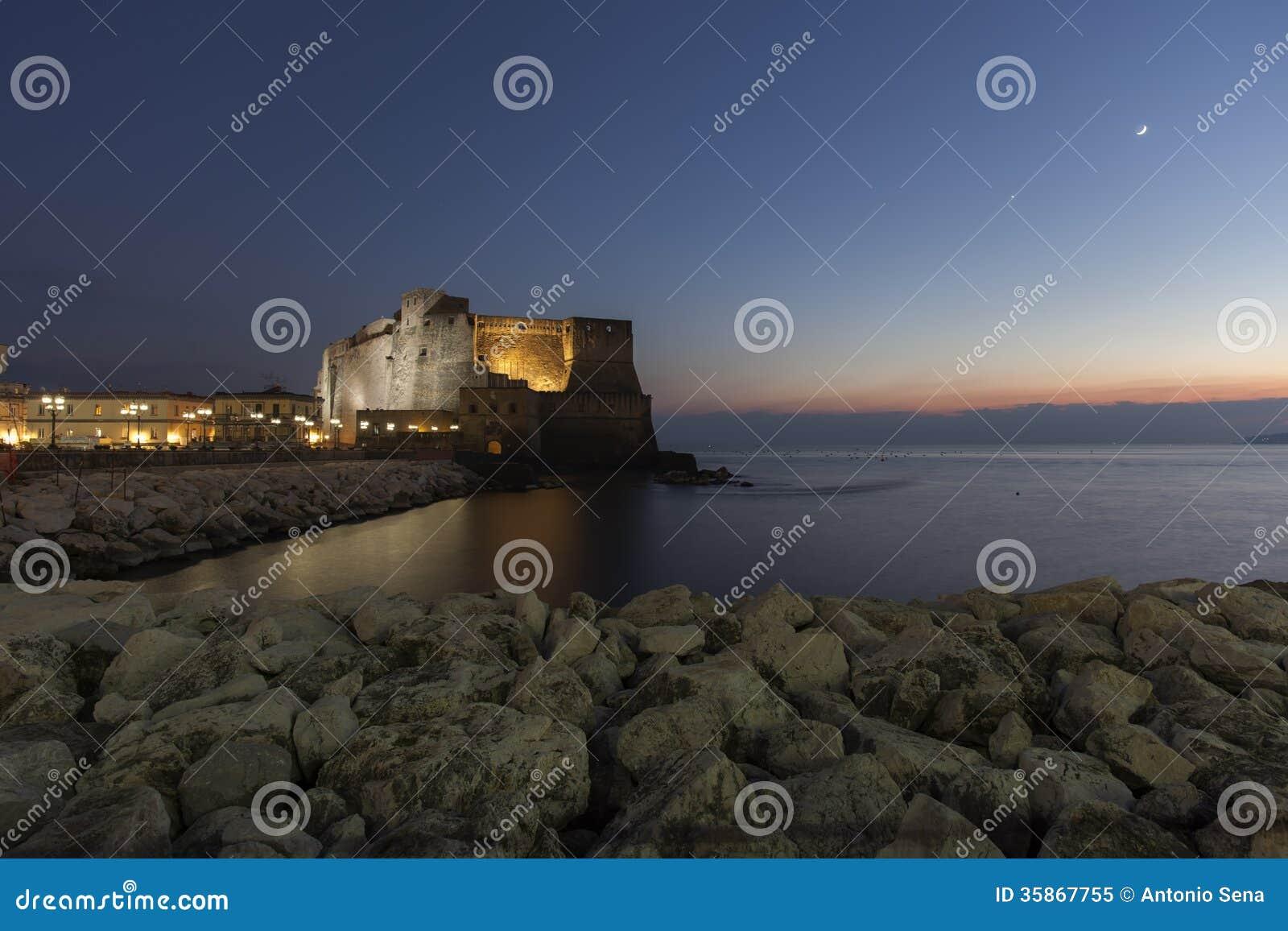 Naples, dell ovo de castel