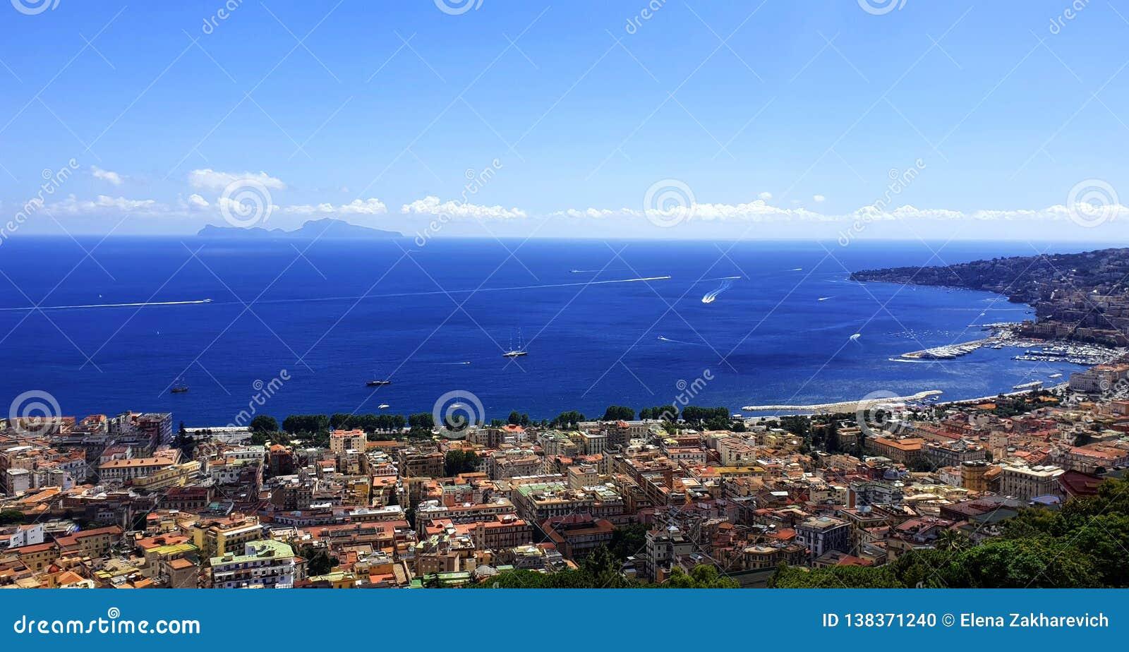 Naples Vue de la mer Méditerranée