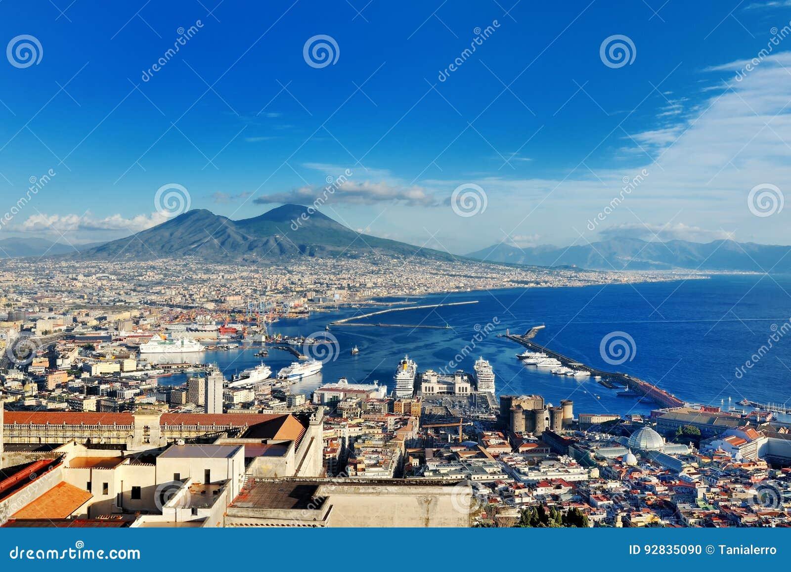 Naples, Włochy, Europa - panoramiczny widok Vesuvius wulkan i zatoka