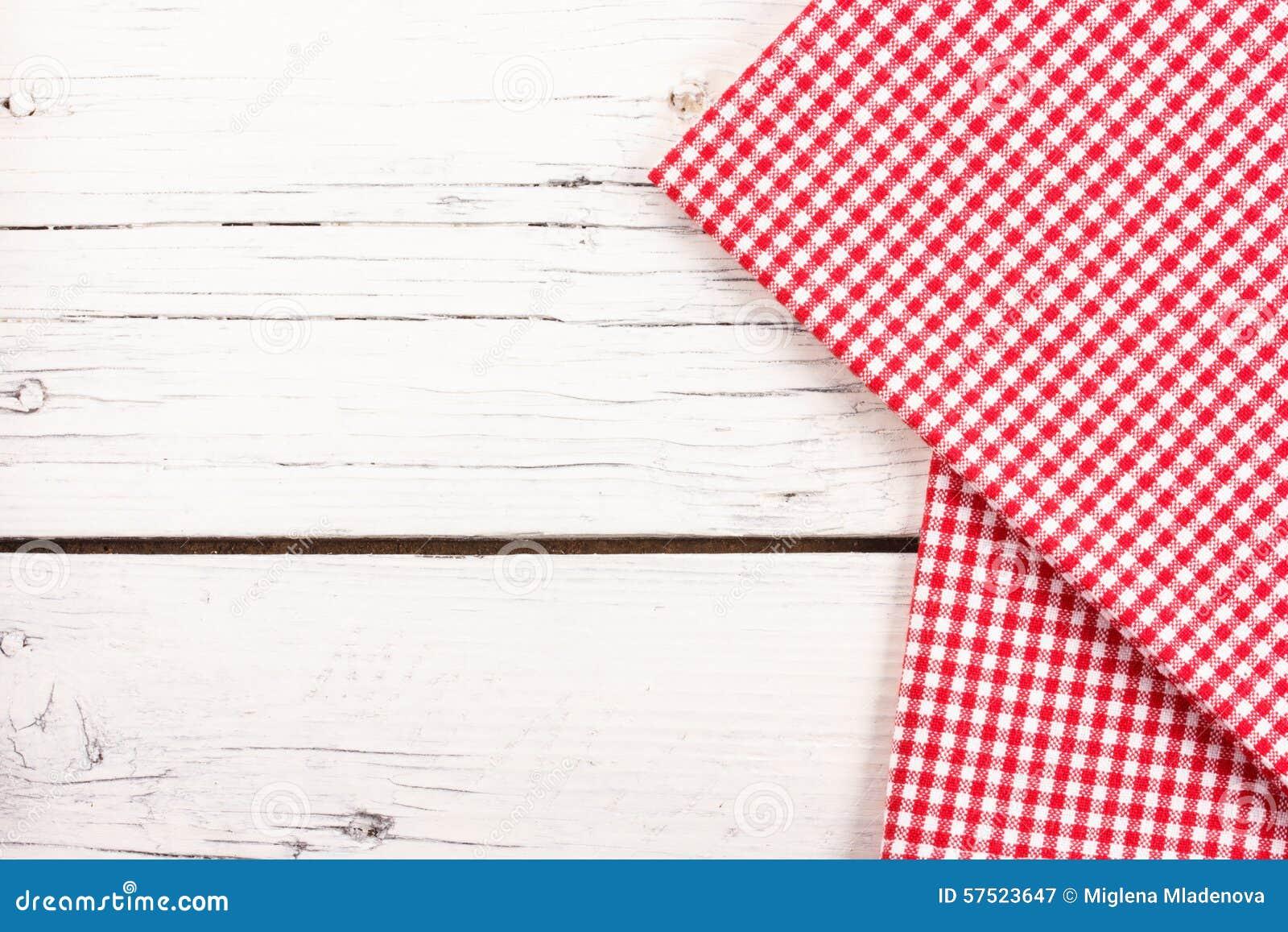 nappe carreaux rouge sur un conseil en bois blanc image stock image du espace juillet 57523647. Black Bedroom Furniture Sets. Home Design Ideas