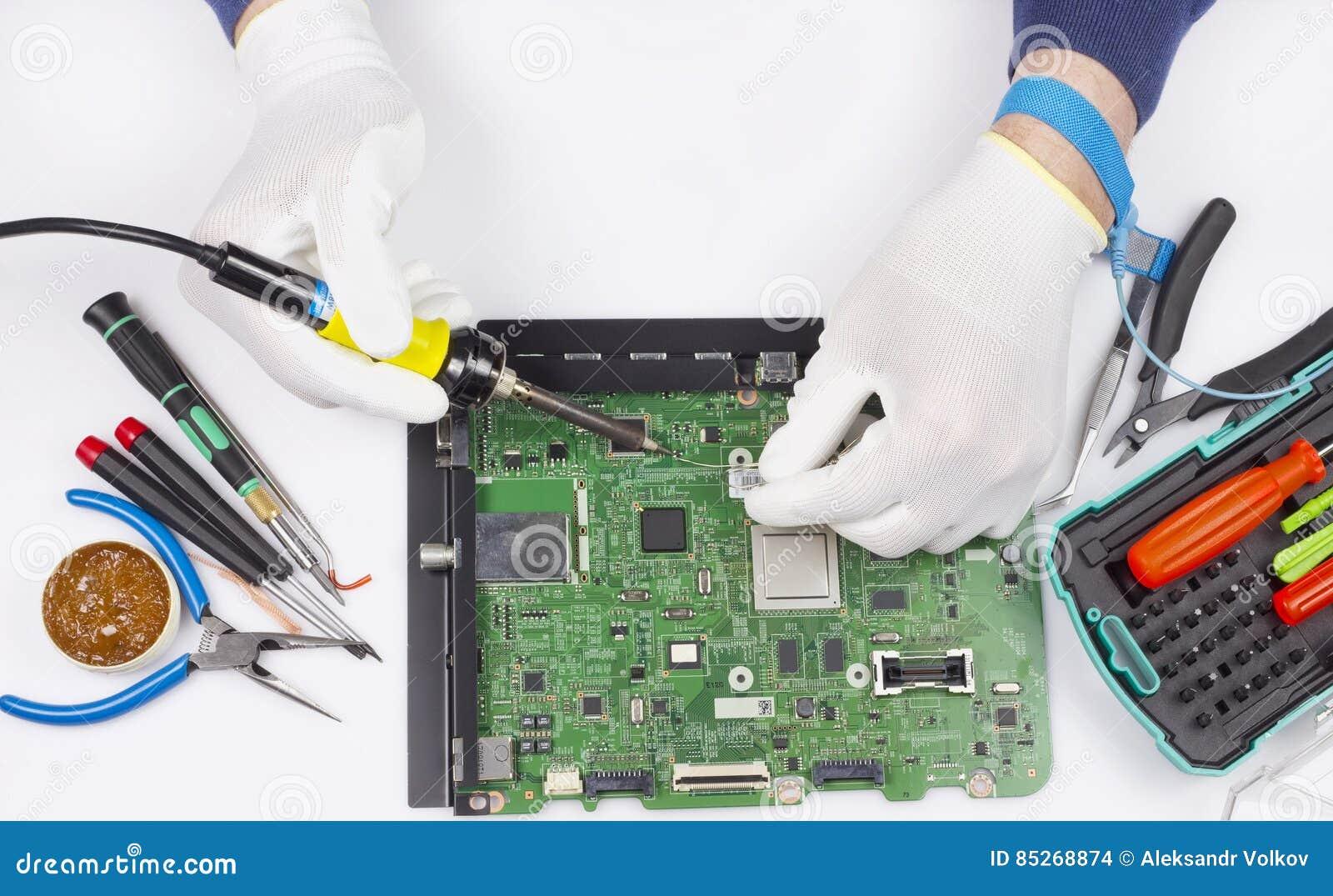 Naprawa cyfrowy drukowany obwód deski pojęcie