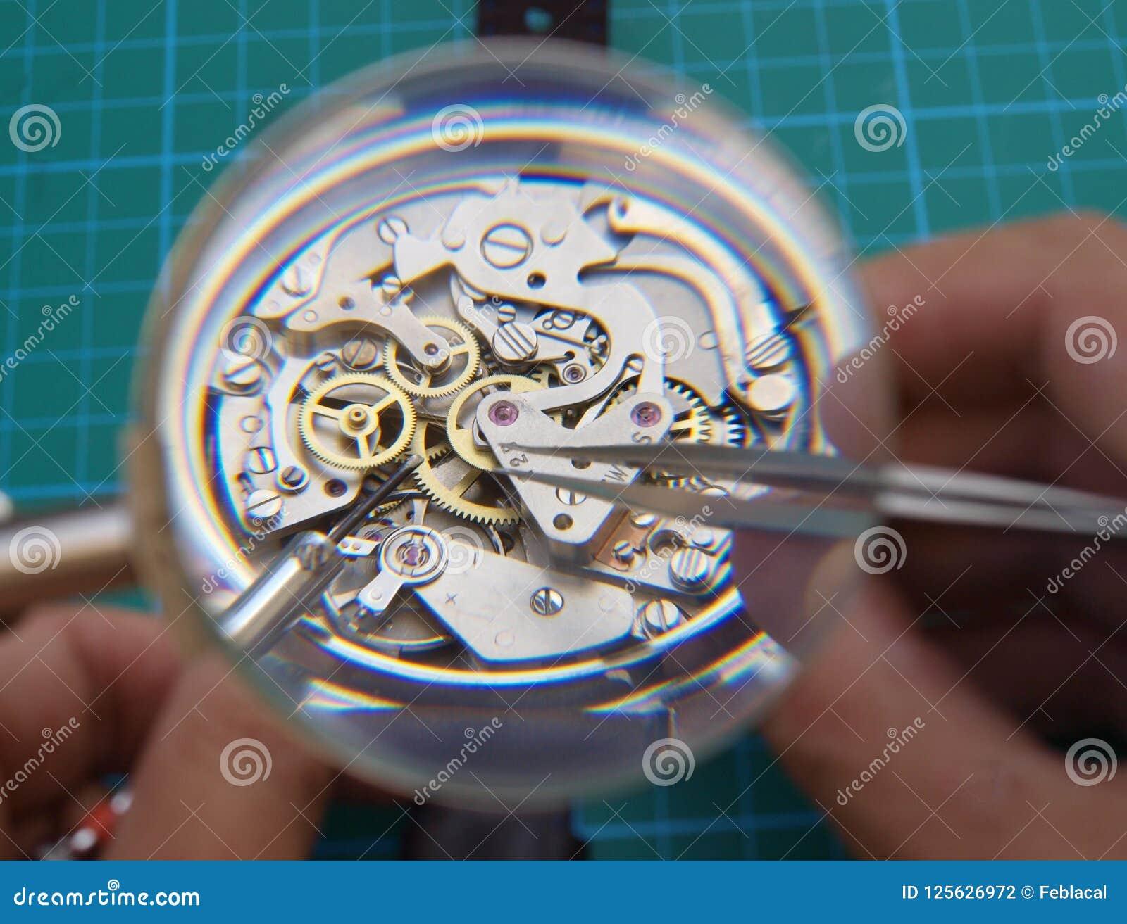 Naprawiać rocznika zegarek