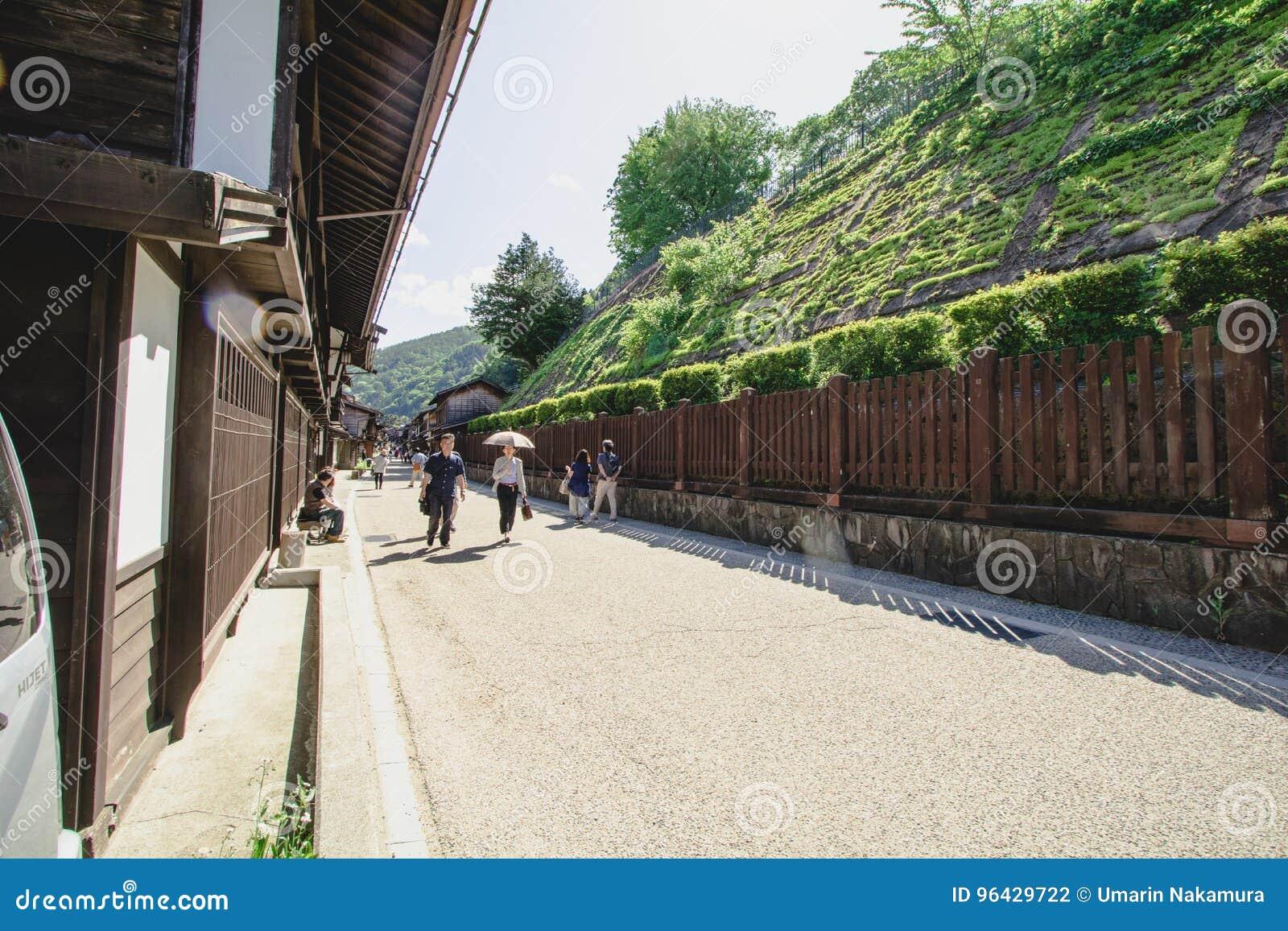 NARAI, JAPON - 4 JUIN 2017 : Les gens marchent chez Narai sont une petite ville en préfecture de Nagano