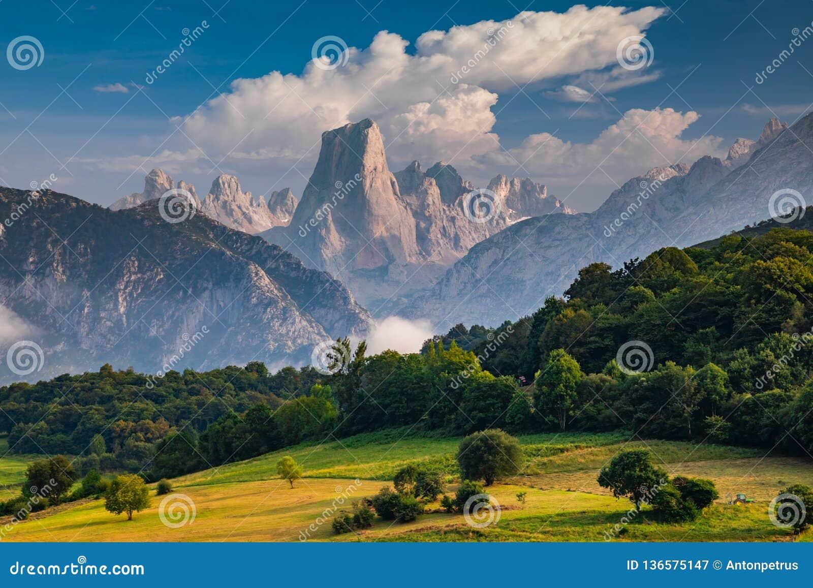 Naranjo DE Bulnes als Picu Urriellu in Asturias, Spanje wordt bekend dat