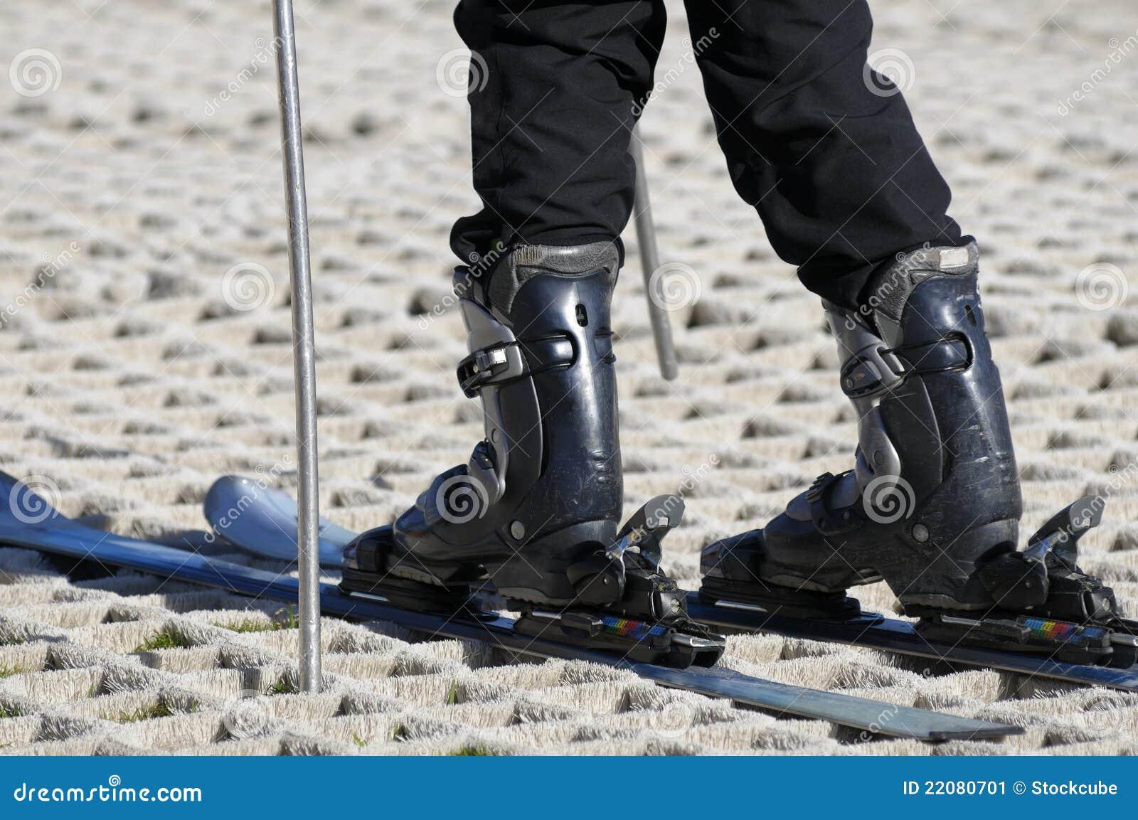 Narciarka suchy narciarski skłon