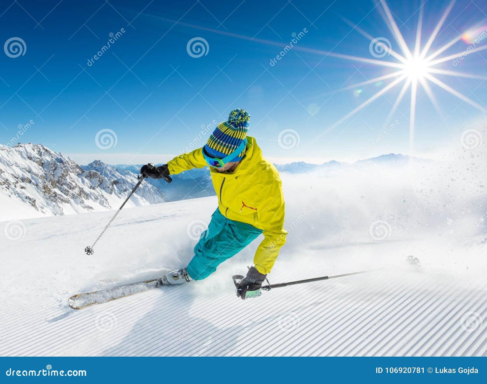 Narciarki narciarstwo zjazdowy w wysokich górach