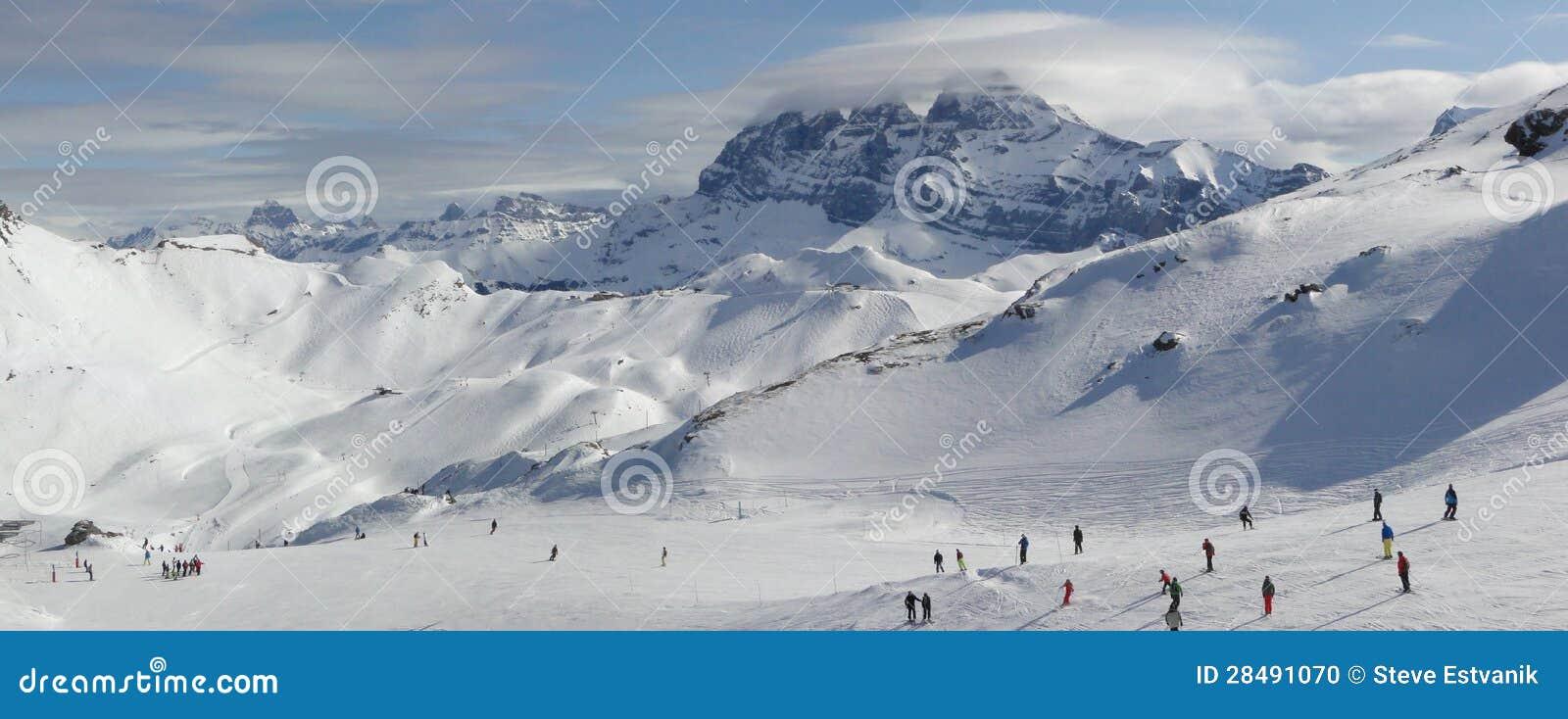 Narciarski dźwignięcie i narciarki