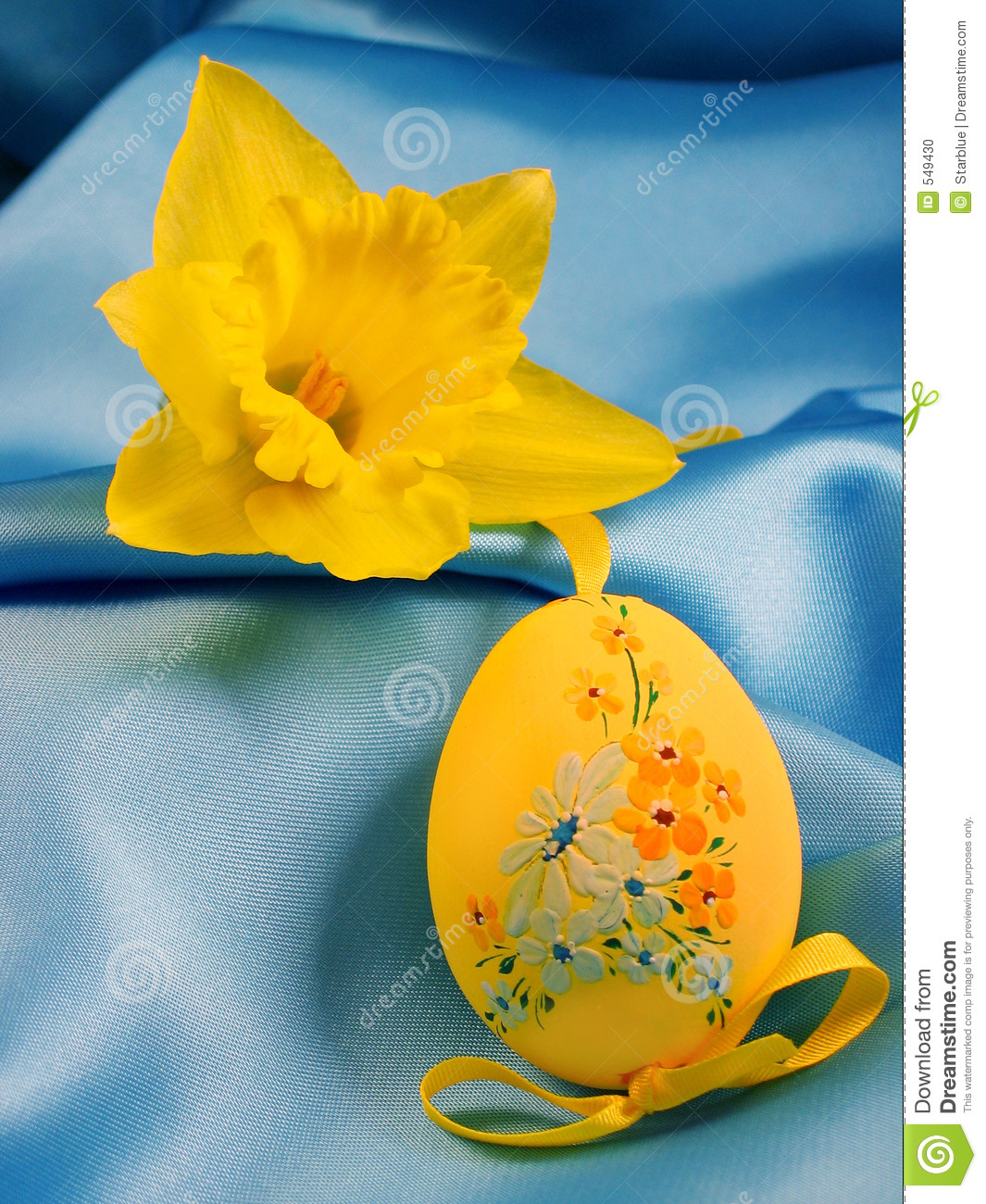 Narcissus and Easter yellow egg
