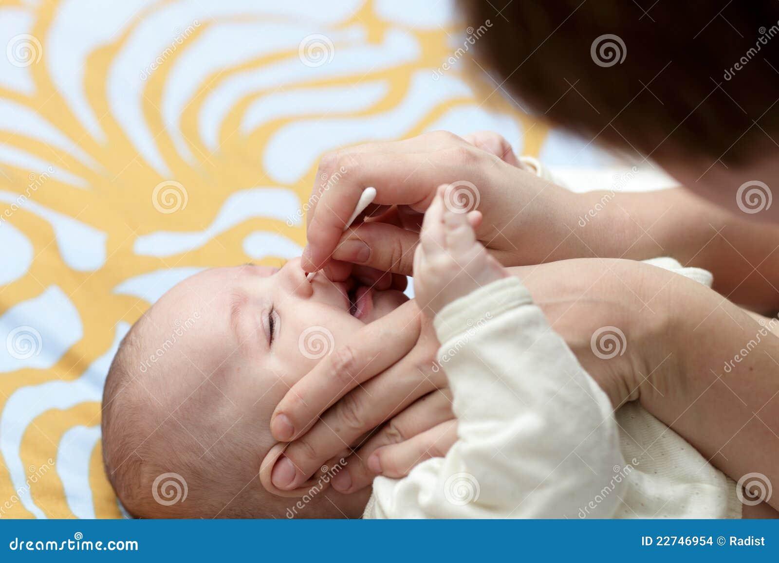 Narina do bebê da limpeza