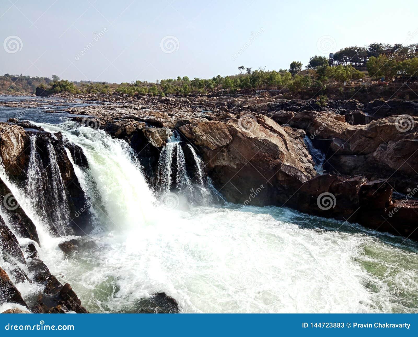 Narmada del maa del río con las rocas de las maravillas Jabalpur, la India
