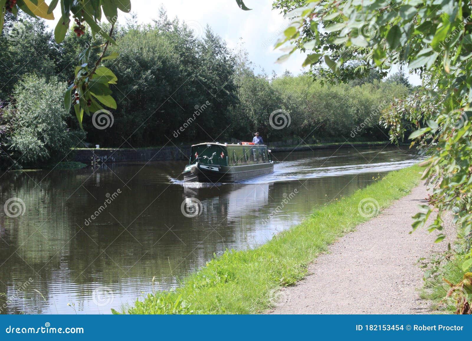 Narrow Boat Cruising Along The Aire And Calder Navigation ...