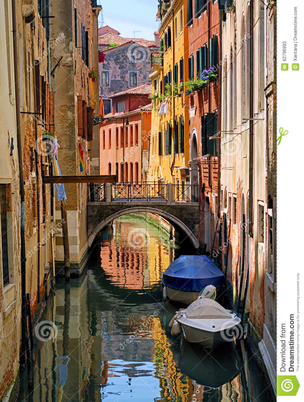 Narrow Channel Street In Venice, Italy Stock Photo - Image: 62796993