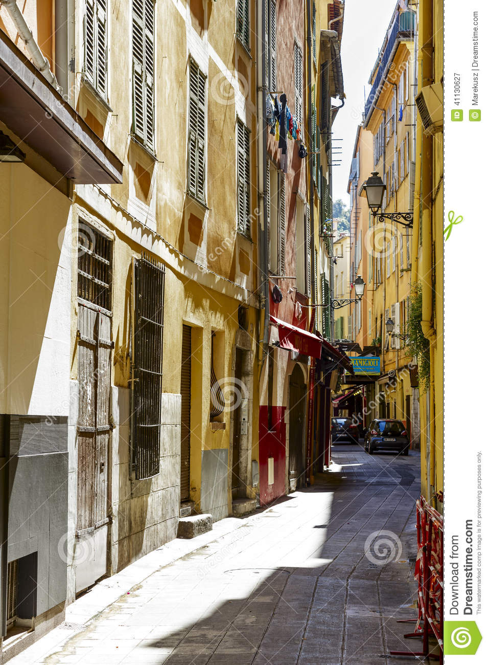 Narrow street vieille ville nice france editorial for Piscine vieux nice