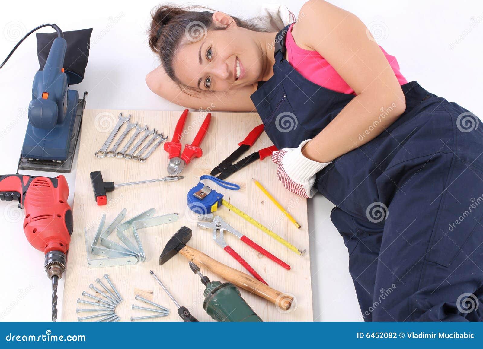 Narzędzia pracy cieśli kobiety