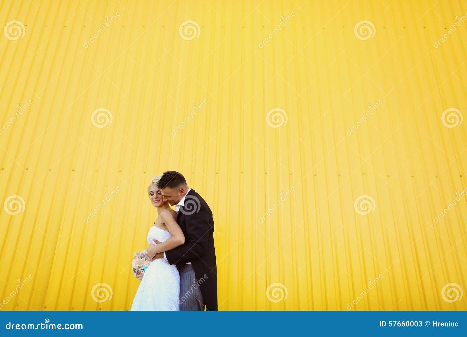 Narzeczona młodego pocałunek