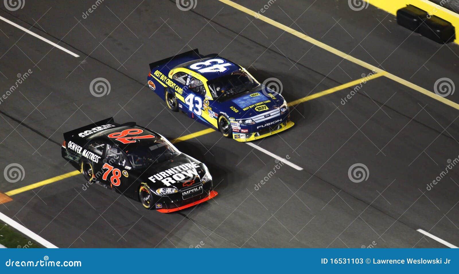 NASCAR - Fuori dalla strada del pozzo in primo luogo!