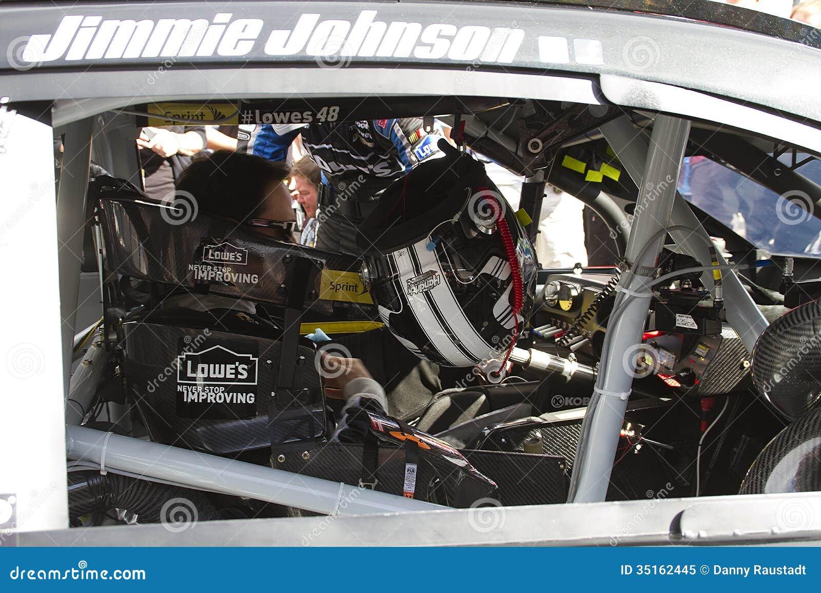 NASCAR Jimmie Johnson no canal adutor do International de Phoenix