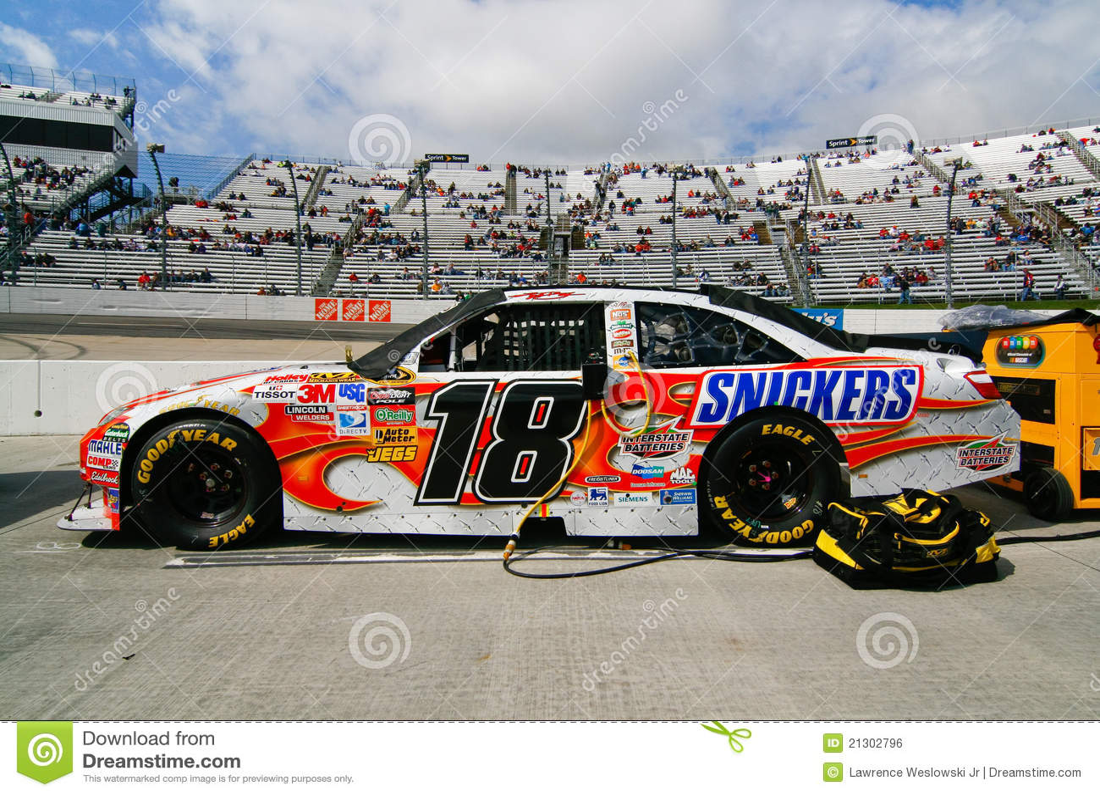 NASCAR diecast Action 1/24 2006 Elliott Sadler Snickers Ford ...