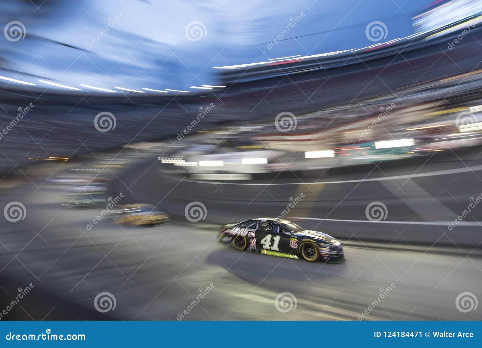 NASCAR: Raça da noite do NRA de Bass Pro Shops do 18 de agosto