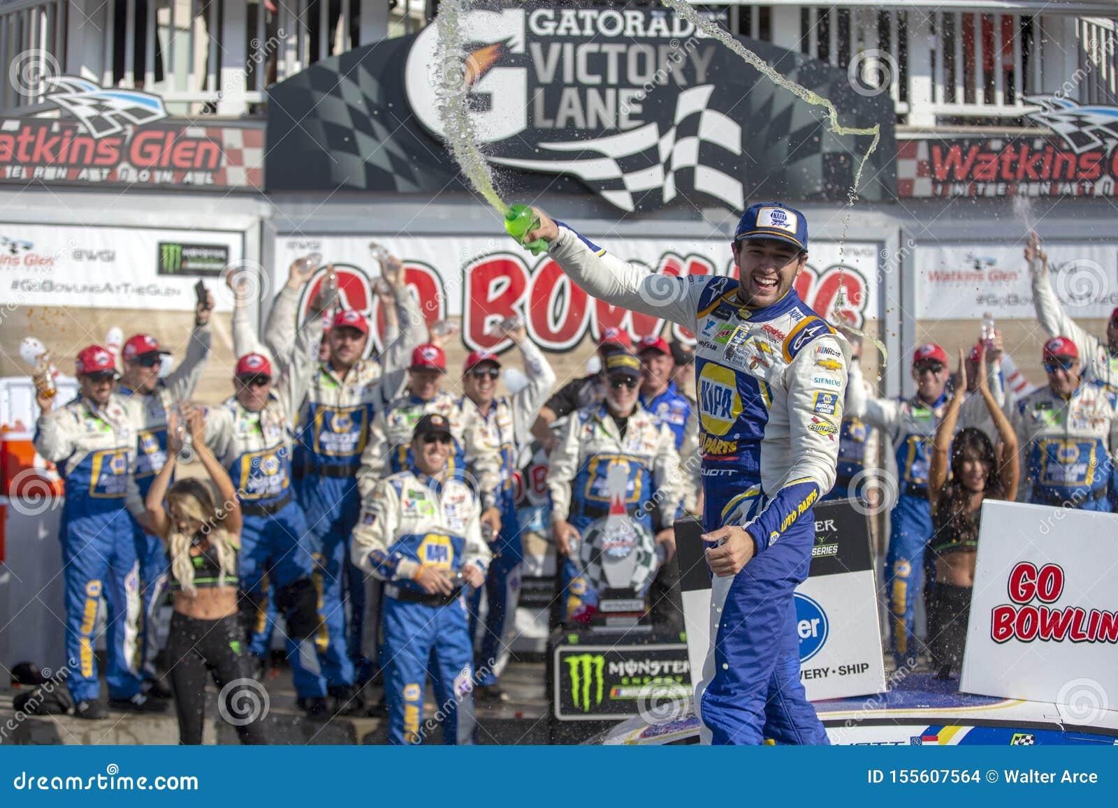 NASCAR: Sierpie? 04 I?? Rzuca? kul? przy roztok?