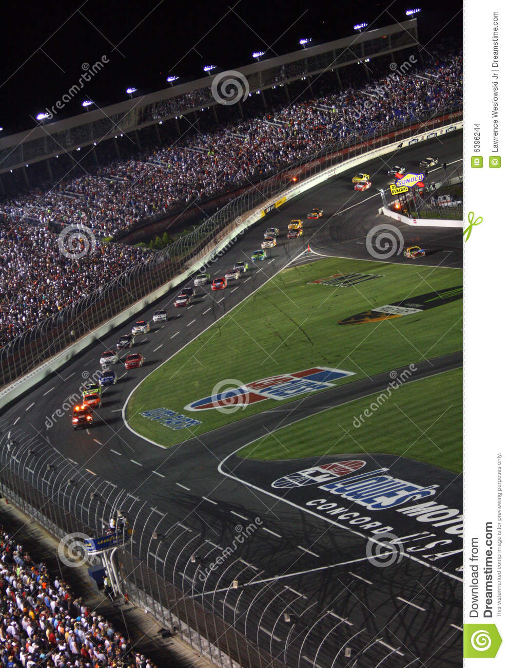 NASCAR - under caution at Lowes 2