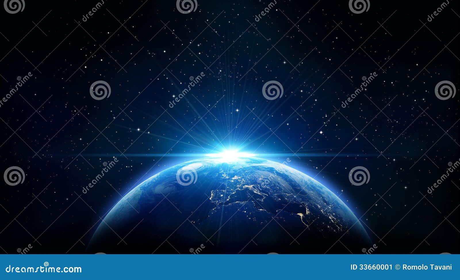 Nascer do sol azul, vista da terra do espaço