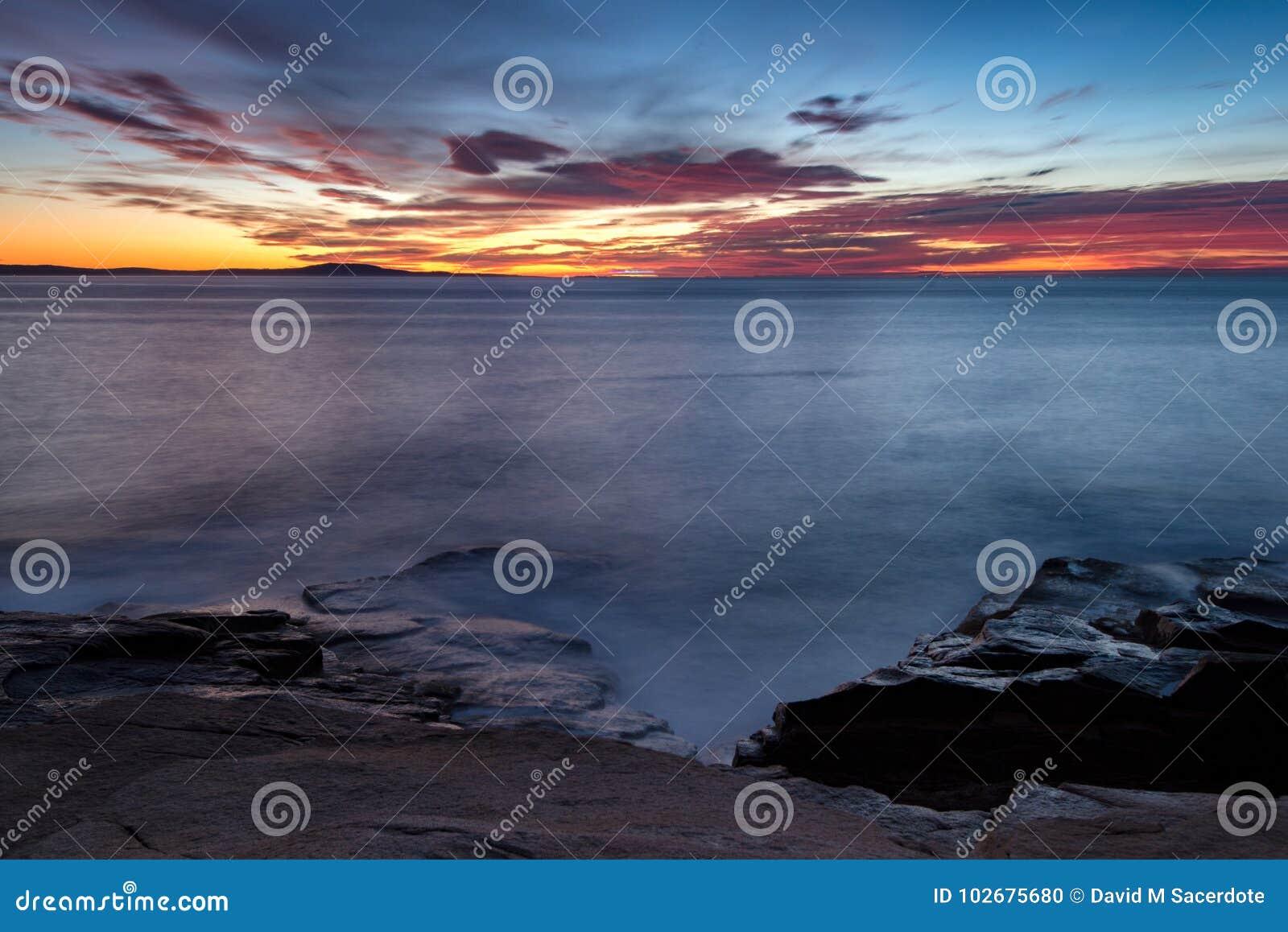 Nascer do sol da costa de Maine