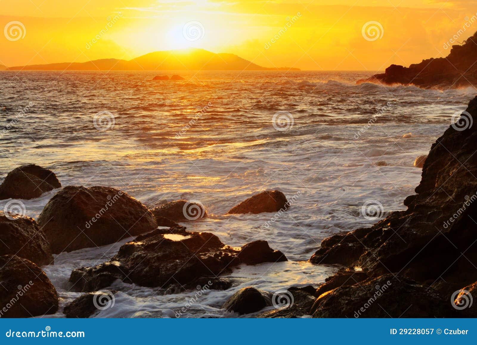Download Nascer do sol da ilha imagem de stock. Imagem de praia - 29228057