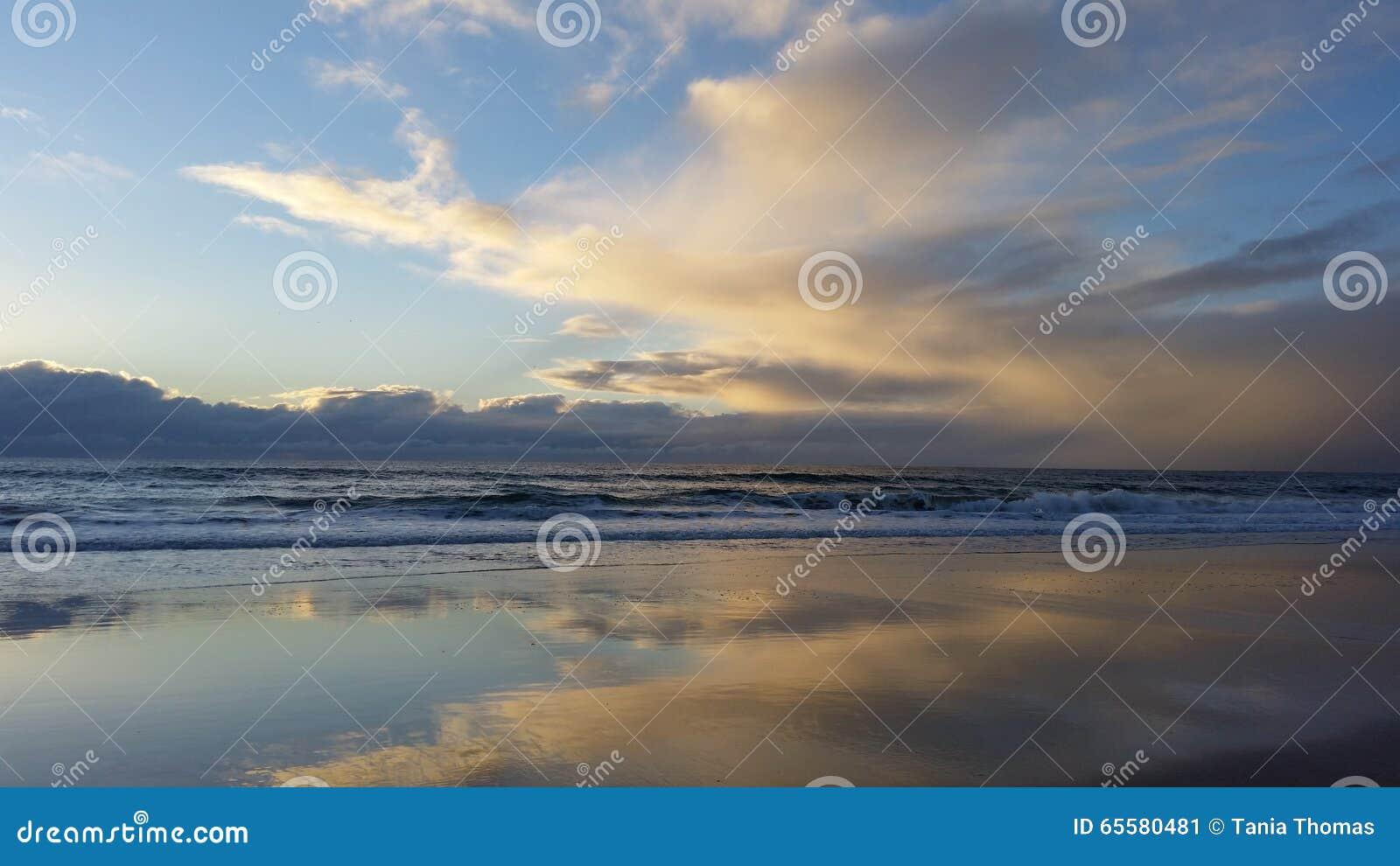 Nascer do sol da praia do amanhecer