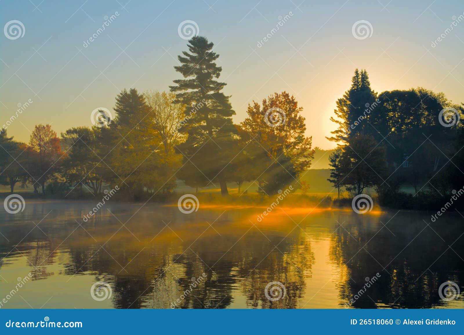 Nascer do sol do outono