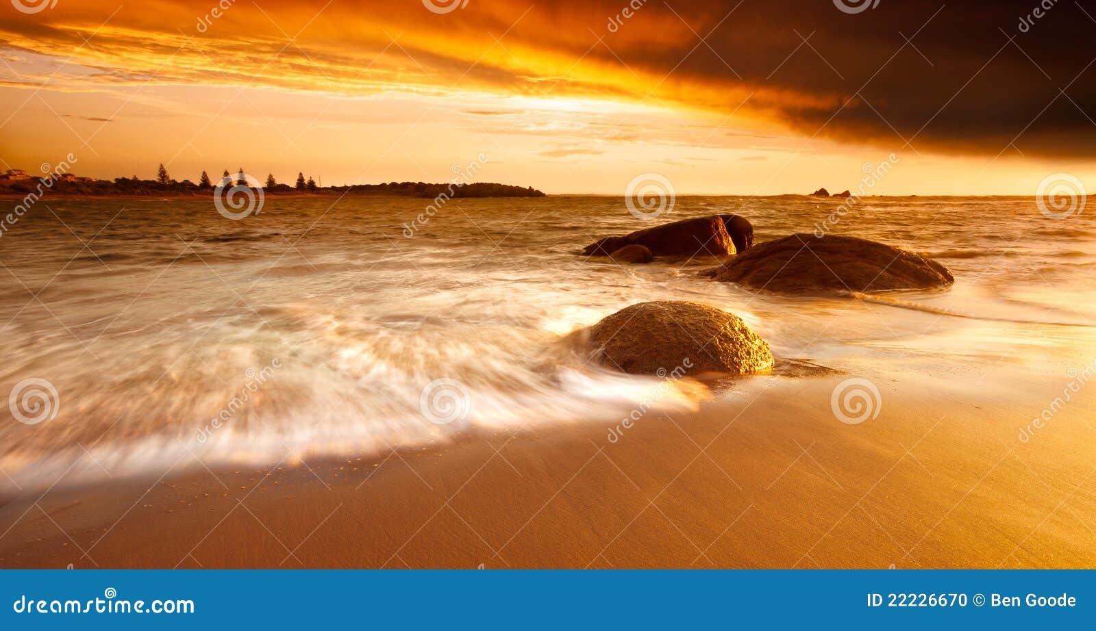 Nascer do sol dourado