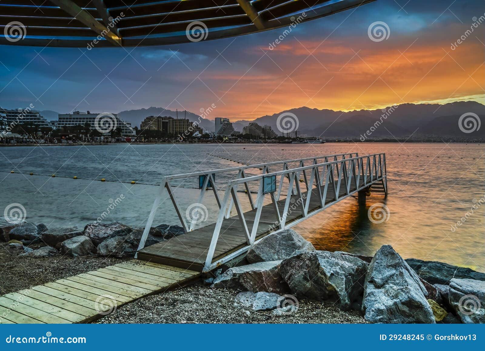 Download Nascer Do Sol Dramático Na Praia Central De Eilat Imagem de Stock - Imagem de recurso, praia: 29248245