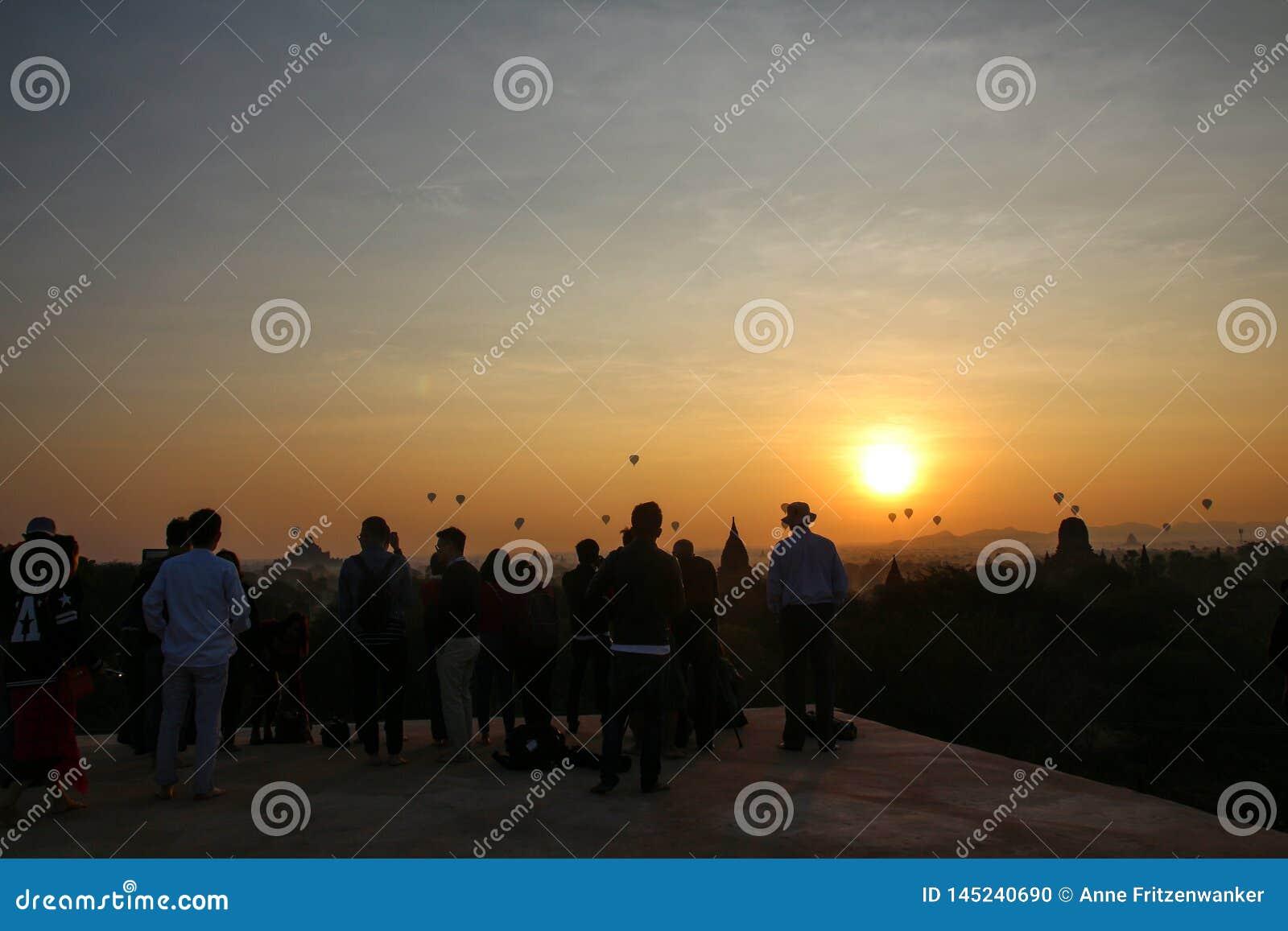 Nascer do sol em Myanmar