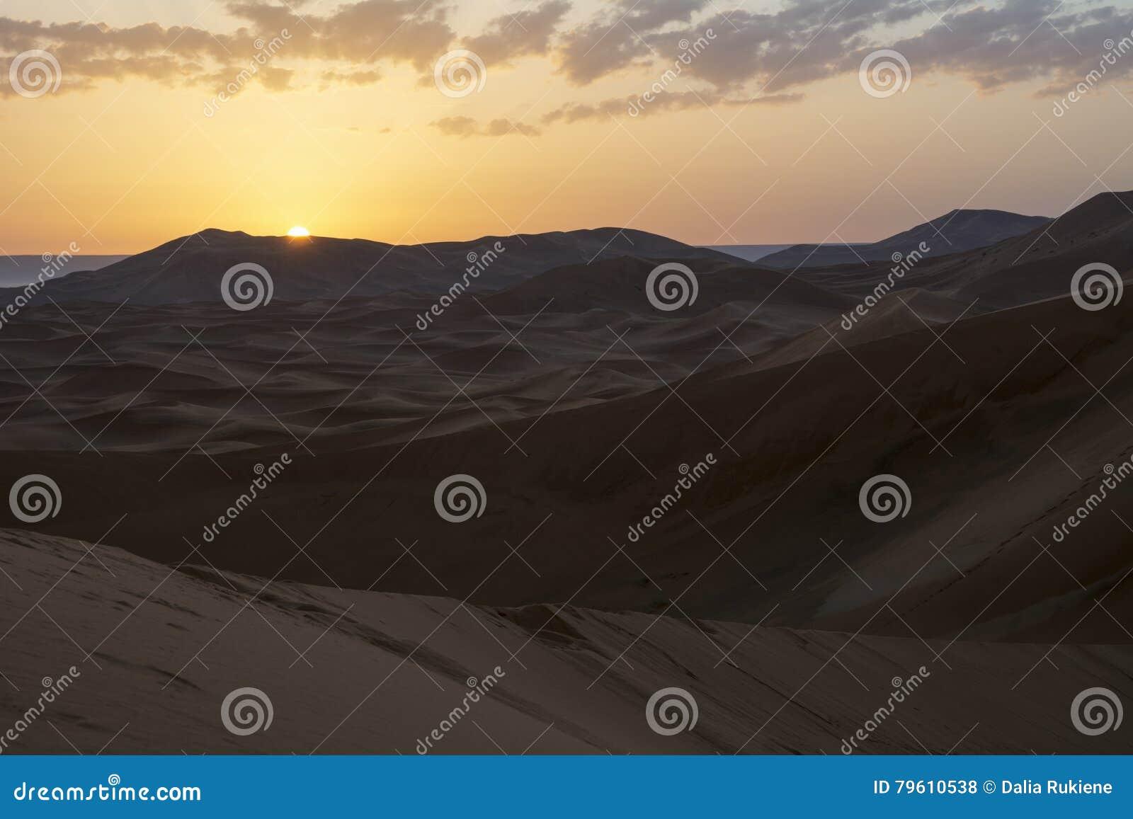 Nascer do sol em Sahara Desert, Marrocos marrocos África