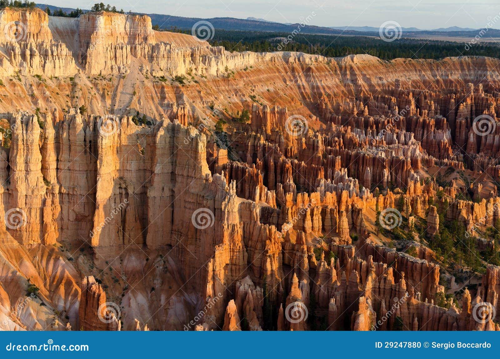 Download Nascer Do Sol Na Garganta De Bryce Foto de Stock - Imagem de américa, geologia: 29247880