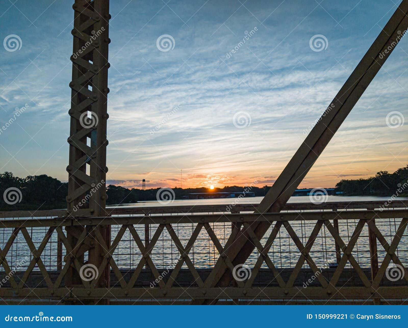 Nascer do sol na ponte