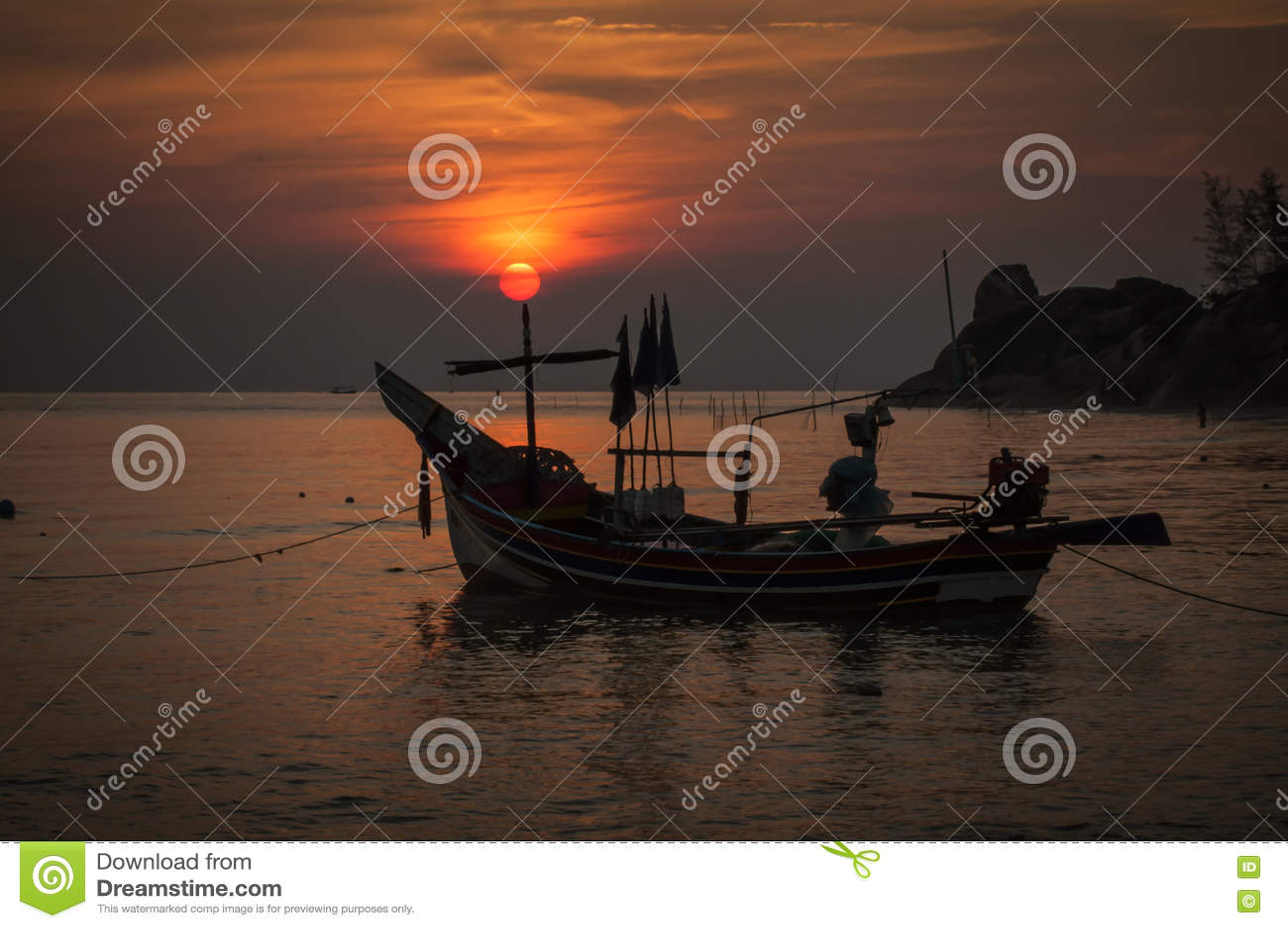 Nascer do sol na praia de Kaoseng, Songkhla, Tailândia