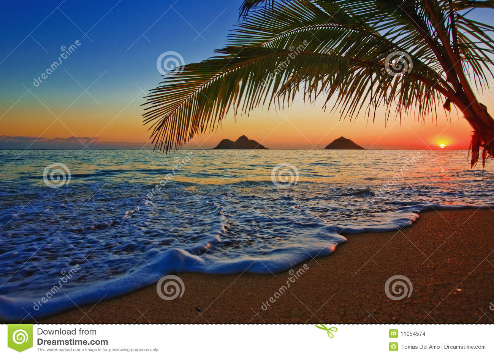 Nascer do sol pacífico na praia de Lanikai em Havaí