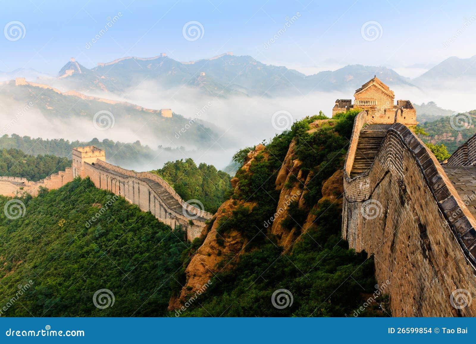 Nascer do sol sob a majestade do Grande Muralha