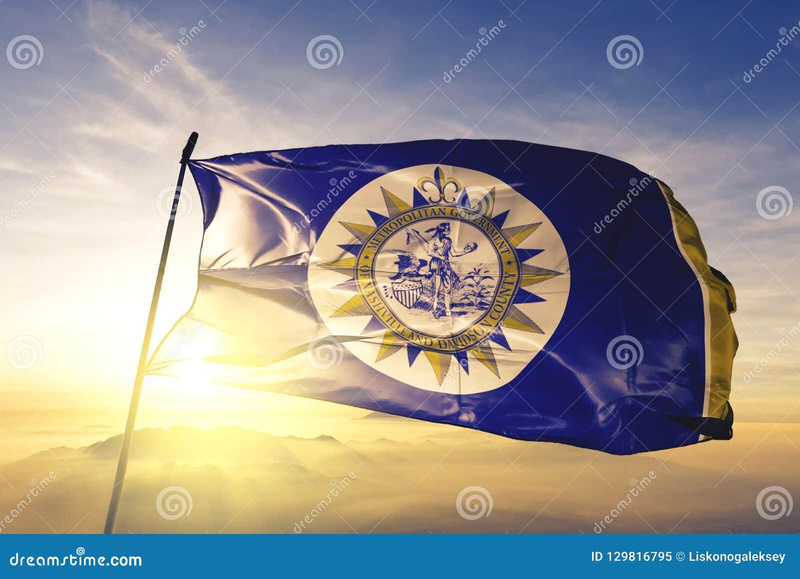 Nashville miasta kapitał Tennessee Stany Zjednoczone flagi tkaniny tekstylny sukienny falowanie na odgórnej wschód słońca mgły mg