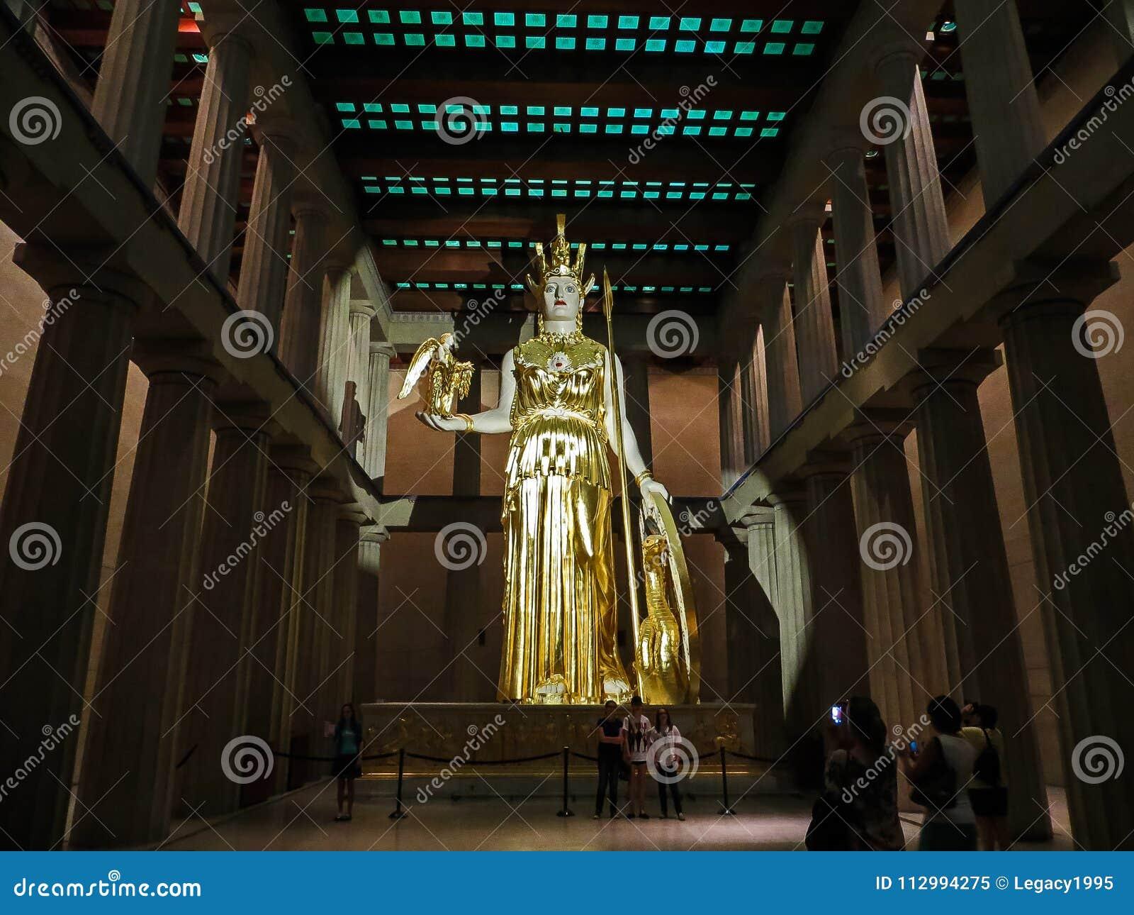 Nashville, TN LOS E.E.U.U. - parque centenario la estatua gigante de la reproducción del Parthenon de Athena con Nike